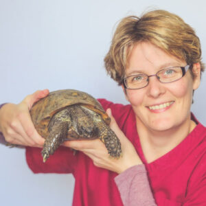 Suanne Bly with a turtle.
